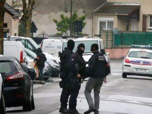 Seis militares, atropellados en París por una persona que ha huido en el coche