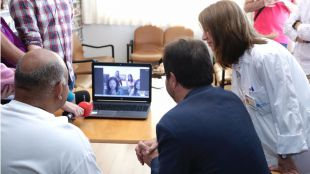 El Hospital de Guadarrama conecta a pacientes con sus allegados a través de tablets