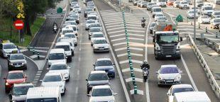 Las carreteras de Madrid, Cataluña y Andalucía registran las principales retenciones al inicio del puente