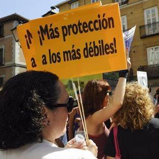 Protesta y entrega de firmas al ministro de Justicia por el caso de Juana Rivas