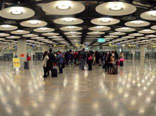 Aeropuerto Adolfo Suarez Madrid Barajas T4 zona recepción pasajeros en edificio satélite