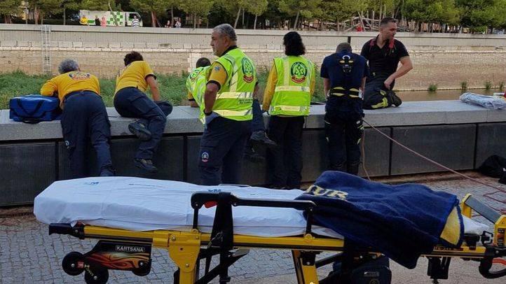 El hombre ha caído desde una altura de ocho metros.