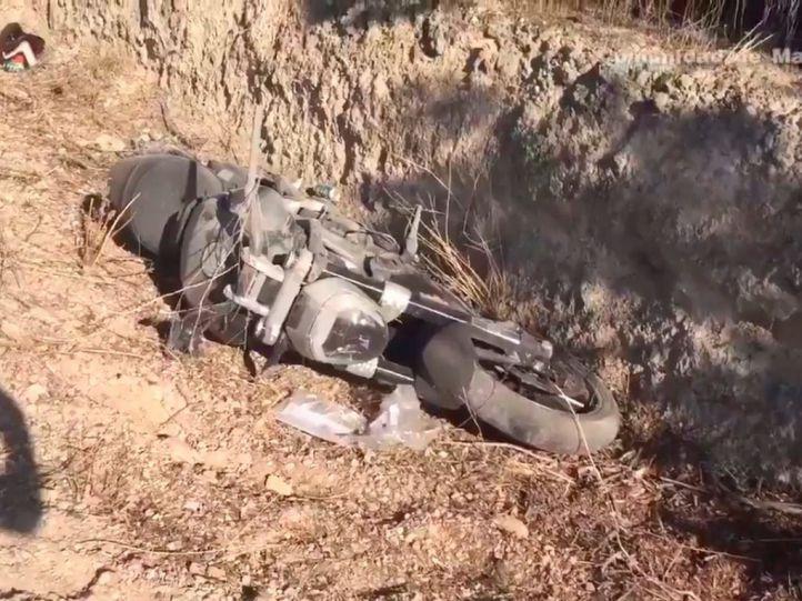 Dos heridos graves tras salirse su moto de la carretera en Colmenar de Oreja