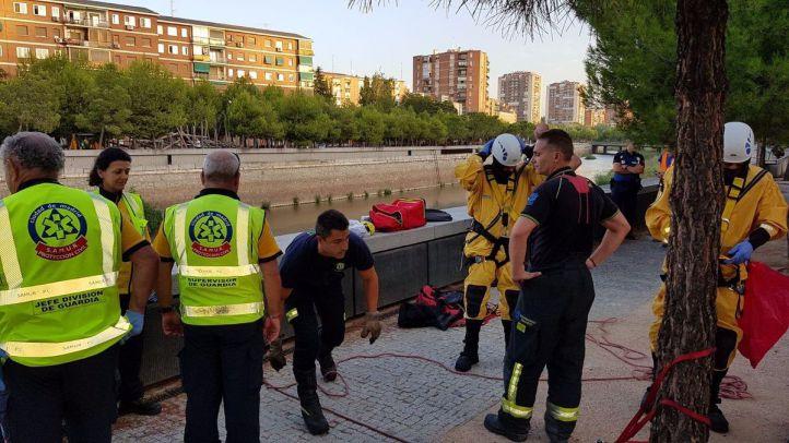El hombre rescatado del Manzanares se cayó porque se había quedado dormido