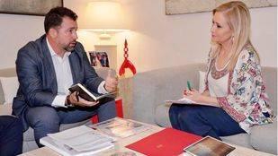 Pedro del Cura y Cristina Cifuentes durante la reunión que han mantenido en la Comunidad.