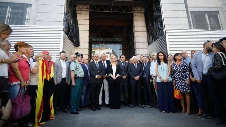 Cristina Cifuentes ha presidido el minuto de silencio en la Puerta del Sol.