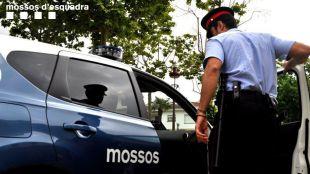 Los Mossos registran el piso del imán de Ripoll