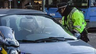 Una conductora discute con un policía municipal en Conde de Casal.