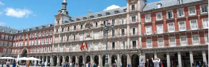 Un incendio en la Plaza Mayor 'devora' la Casa de la Panadería