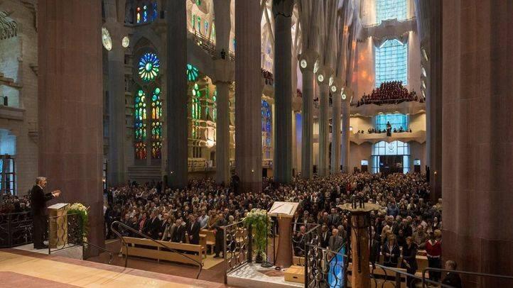 El interior de la basílica de la Sagrada Familia
