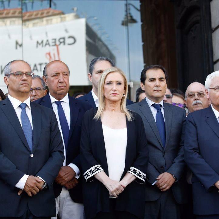Cristina Cifuentes, en el minuto de silencio por las víctimas del atentado de Barcelona. (Archivo)