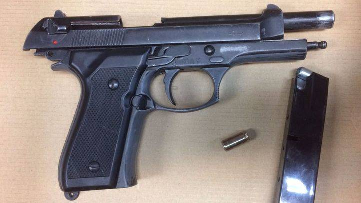 Arma requisada por la Policía. (Archivo)