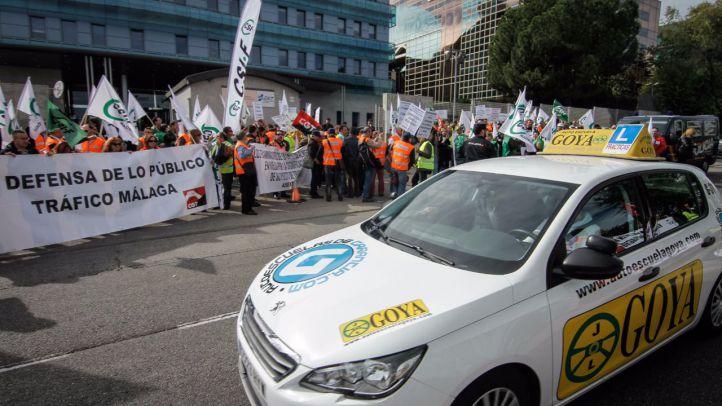 Los examinadores de tráfico mantienen la huelga indefinida