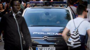 Dos policías fuera de servicio arrestan a dos jóvenes que robaron un coche