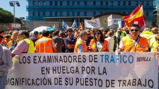 Los examinadores de tráfico desconvocan la huelga indefinida pero mantienen los paros parciales