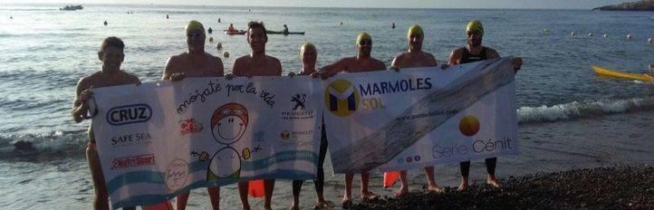 Diez nadadores recorren 60 km por una unidad de cáncer infantil en La Paz