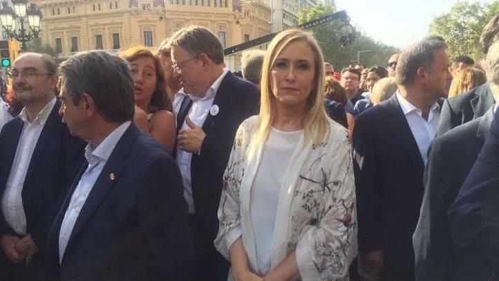 Cristina Cifuentes en la manifestación contra el terrorismo en Barcelona