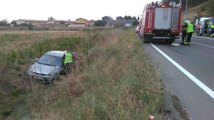 Un conductor cae a una zanja tras intentar huir de un control de alcoholemia