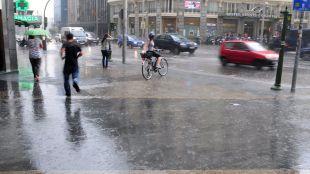 Fuertes tormentas y lluvias refrescan Madrid este lunes