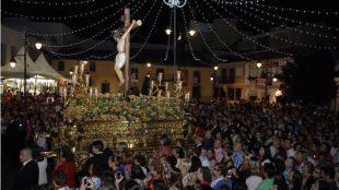Procesión del Cristo de los Remedios segida por miles de vecinos