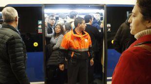 Metro 'aplacará' las movilizaciones de los vigilantes con más presupuesto