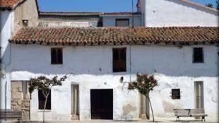 Edificio de columnas adquirido por el Ayuntamiento de San Martín de Valdeiglesias.