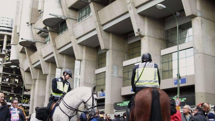 Foto de archivo del dispositivo de seguridad en el Bernabéu para uno de los 'clásicos' de Liga.