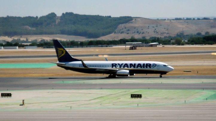 Avión de Ryanair en pista