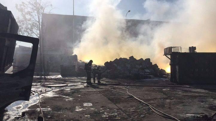 El incendio en una nave industrial de Fuenlabrada que ha provocado una nube de humo tóxico. (Archivo)