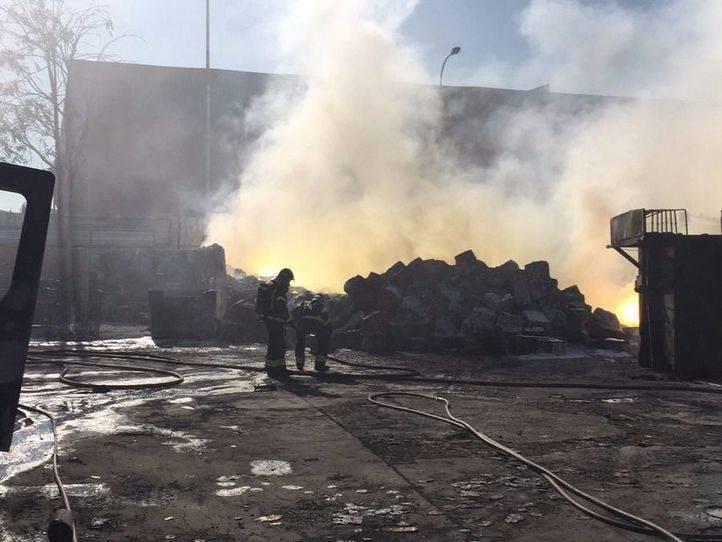 Extinguido el incendio que generó una nube tóxica