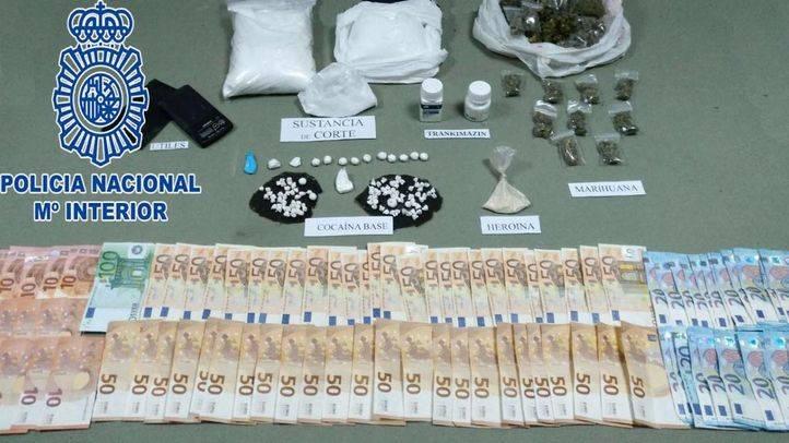 Material incautado por la Policía tras la detención de cuatro personas por tráfico de drogas.