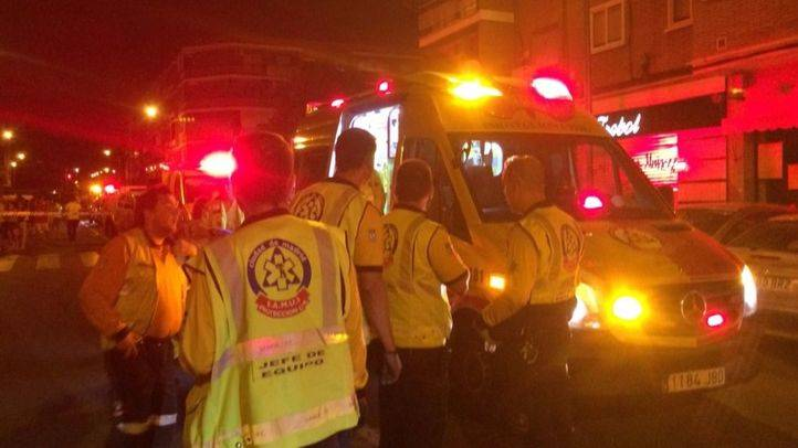 Los servicios de emergencias atienden a los heridos en Usera