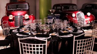 Cena de Banquete Pop Up en el Museo de Coches de Apartosuites Jardines de Sabatini
