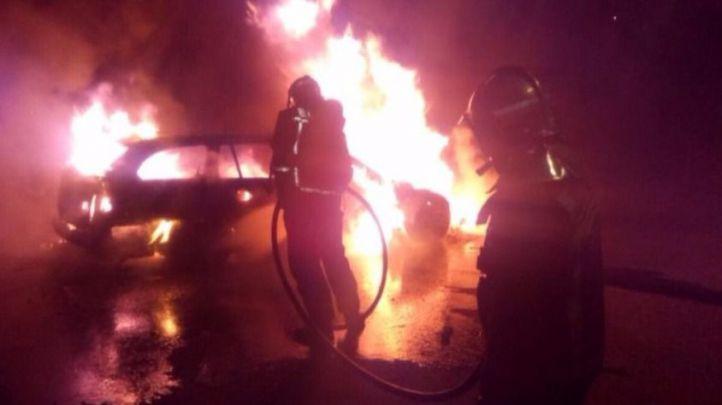 En busca y captura por quemar coches y contenedores