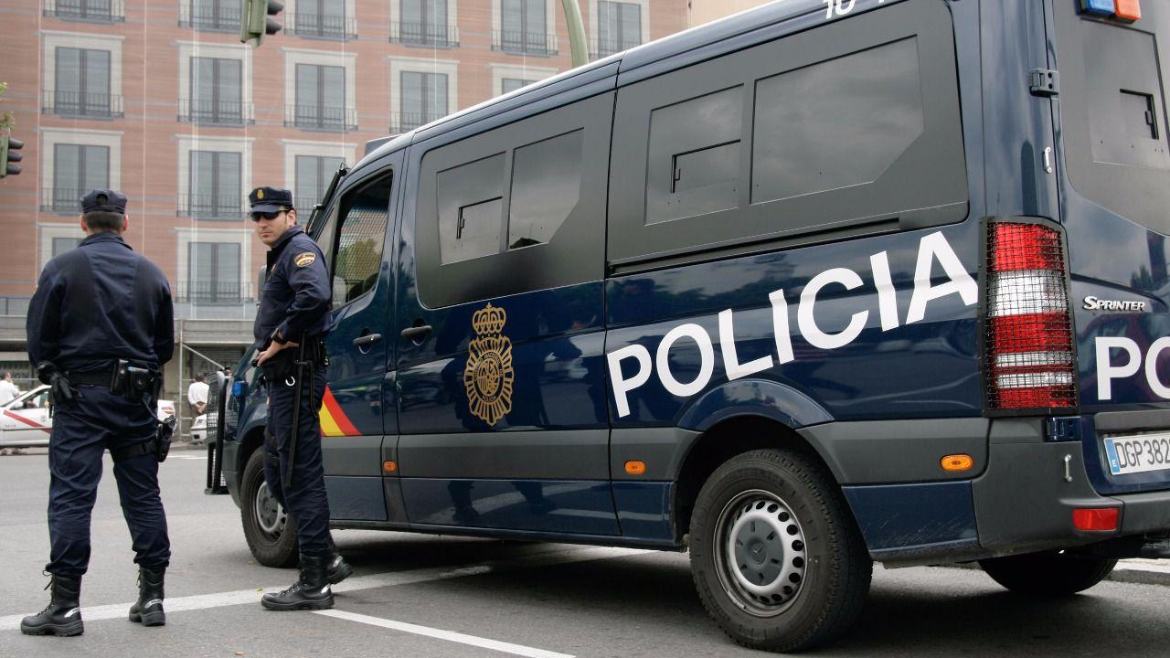 La oficina de denuncias de salamanca cerrada durante un for Oficina policia nacional