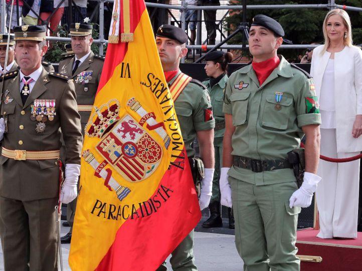 Cifuentes defiende la jura de bandera