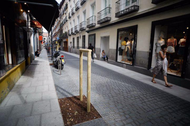 Remodelación de la calle Hernán Cortés dando más espacio a los peatones, ensanchando las aceras y quitando los aparcamientos de turismos en linea.