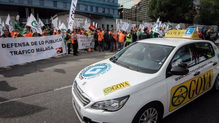 Manifestación de los examinadores de tráfico en la sede de la Dirección General de Tráfico durante la jornada de huelga en el sector.