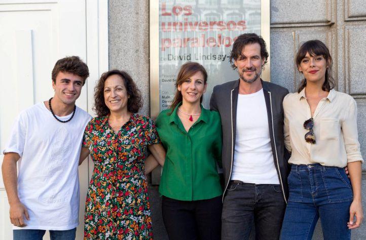 Itzan Escamillo, Carmén Balagué, Malena Alterio, Daniel Grao y Belén Cuesta, en 'Los universos paralelos'