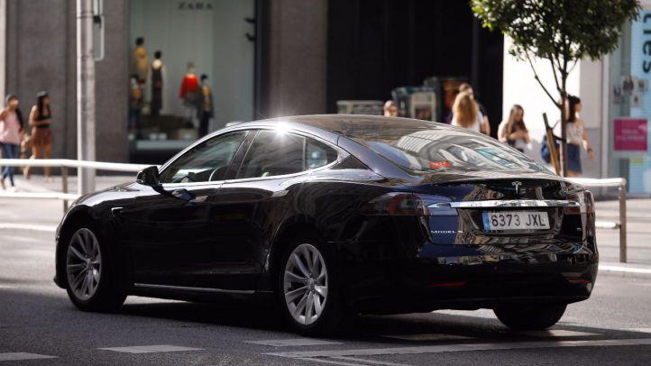 Un modelo de coche Tesla que habiltualmente ofrece la empresa Uber en su oferta.