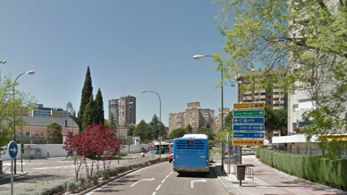 El carril bus de San Luis no eliminará aparcamientos