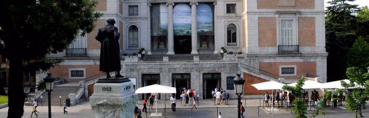 Cola de turistas en la entrada del Museo del Prado. (Archivo)