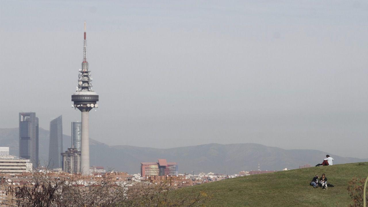 Boina de contaminación vista desde el parque del Tío Pío en Vallecas.  (Foto  Kike Rincón) d25a424cdde