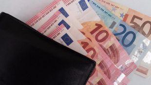 Detenidas tres personas por intentar cambiar dinero robado