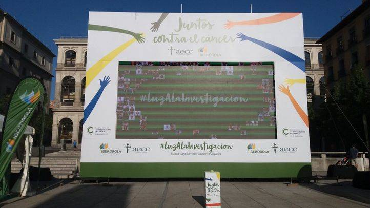 Fotografías y luces en el Reina Sofía para la investigación del cáncer