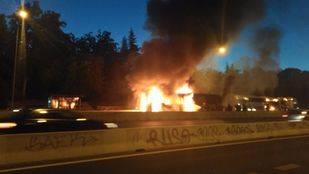 Otro autobús arde en el bus VAO de la A-6