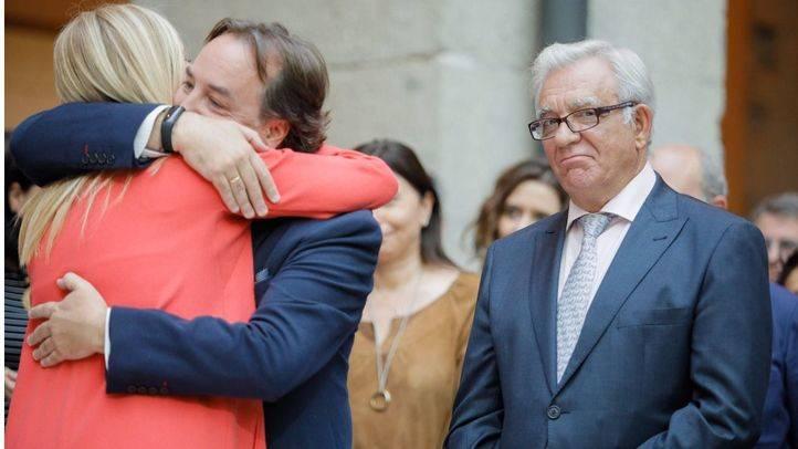 La presidenta de la Comunidad de Madrid, Cristina Cifuentes se despide de Jaime González Taboada y de Jesús Sánchez Martos como consejeros.