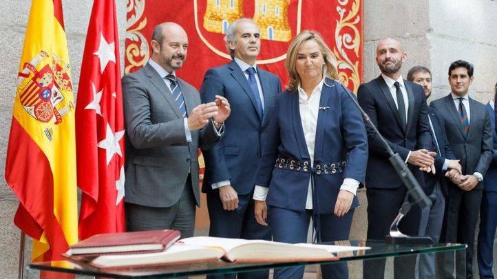 Jura del cargo de la  nueva consejera de Transportes, Vivienda e Infraestructuras, Rosalía Gonzalo.