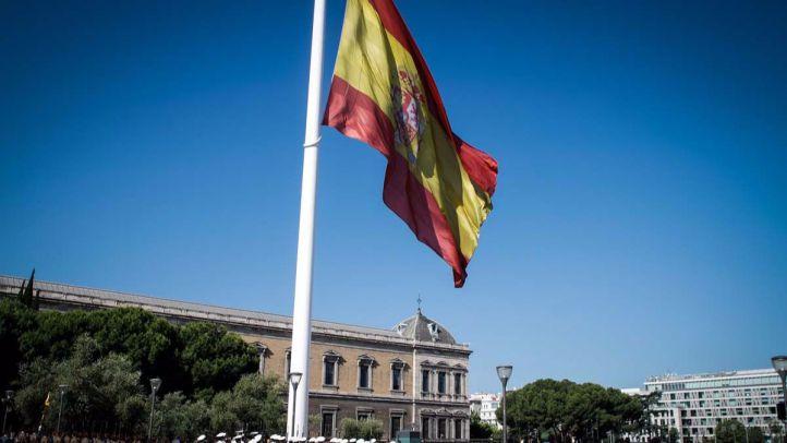 La bandera de España lucirá en farolas y autobuses el 12-O