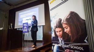 La Doctora Mar Camacho, coordinadora del estudio, presenta  'Tabletas en educación. Hacia un aprendizaje basado en competencias.'